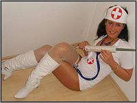 Camsex Show - Krankenschwester kuriert Wehwehchen